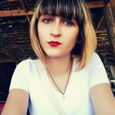 Лена Любежанина